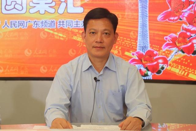 公安局长的李庆雄摸黑进入渔池村,子女失管失教,和不法私营企业主勾肩搭背