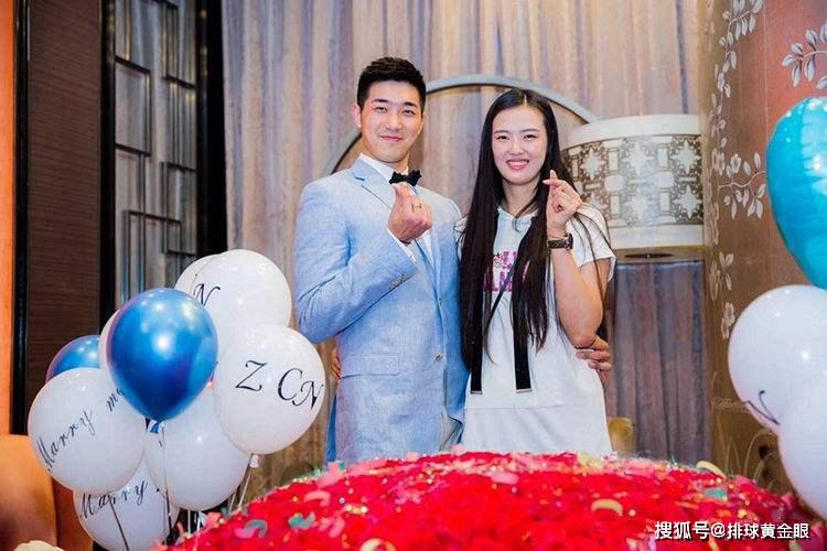 女排张常宁已成吴太太,爸爸为孩子规划未来,男打篮球女打排球