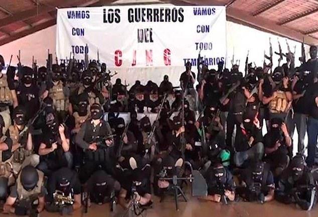 Guerreros Unidos相当凶残,2015年伊瓜拉43名大学生失踪事件,他们参与了虐杀、焚尸和掩埋