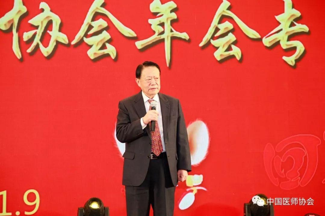 <b>中国医师协会年会专家座谈会在京召开</b>