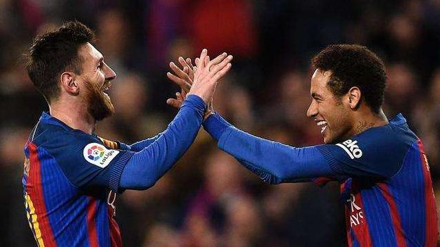 西媒称:里奥·梅西梅西已经对巴塞罗那不满,他希望球队加强左翼和右后卫!