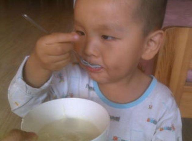 """警惕会""""偷走""""孩子免疫的3种食物,家长还在喂?让娃积食常生病"""