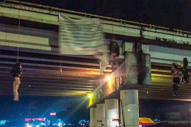 把人吊起来在墨西哥黑帮杀戮中极为盛行,是一种羞辱敌人、宣扬暴力的手法。2019年8月8日,墨西哥第二大城市乌鲁阿潘一处立交桥有九人被仇杀后,被肢解并吊起羞辱。