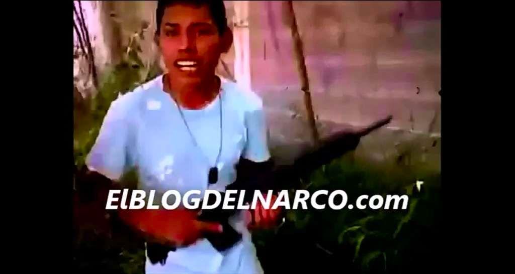 在毒贩组织Del Narco发布的一段宣传视频中,一个手持武器的少年杀手正在彰显武力