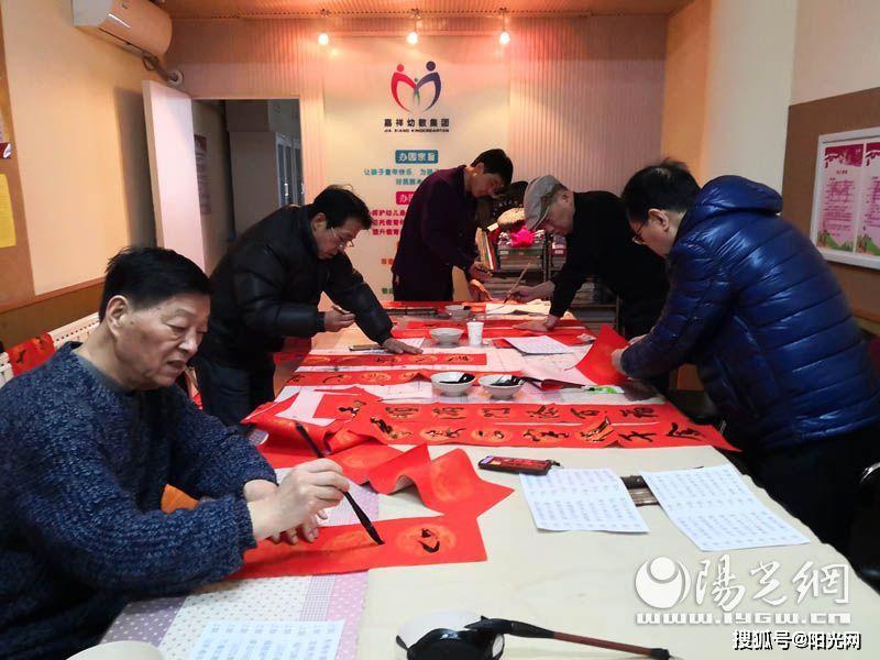 """西安市现代书画研究会举行""""纳福送春联""""迎新春公益活动"""