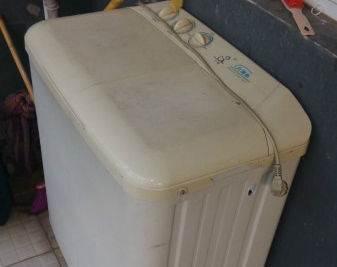 女儿去世前一直说:洗衣机坏了,办完丧事打开一看,母亲精神失常