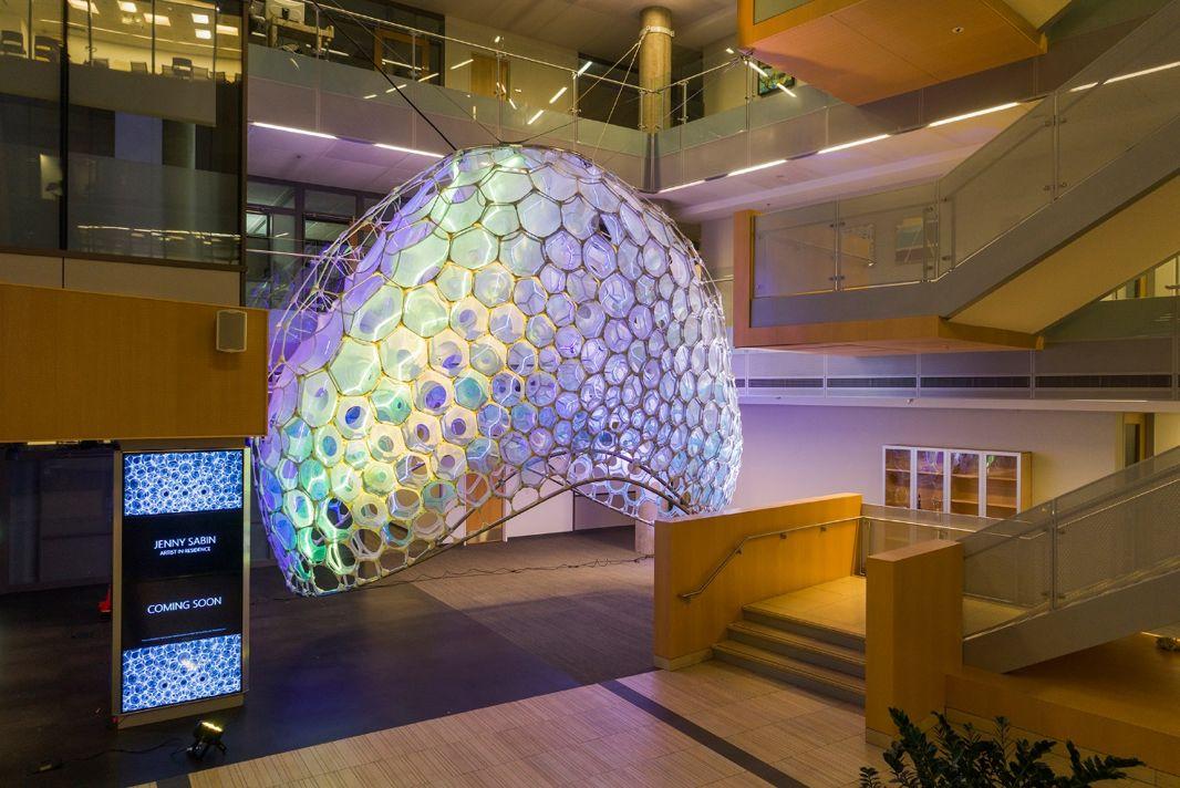 會發光的微笑和會臉紅的墻:微軟實現建筑與人工智能的完美融合
