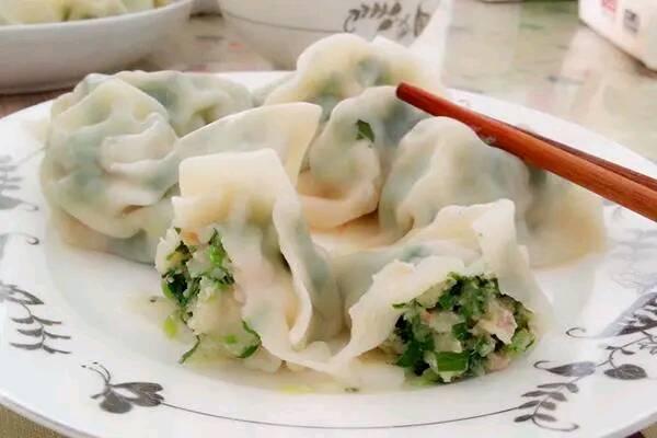 【吃惯肉食的我们,总想吃一些素的,三款素馅饺子教你如何调馅】