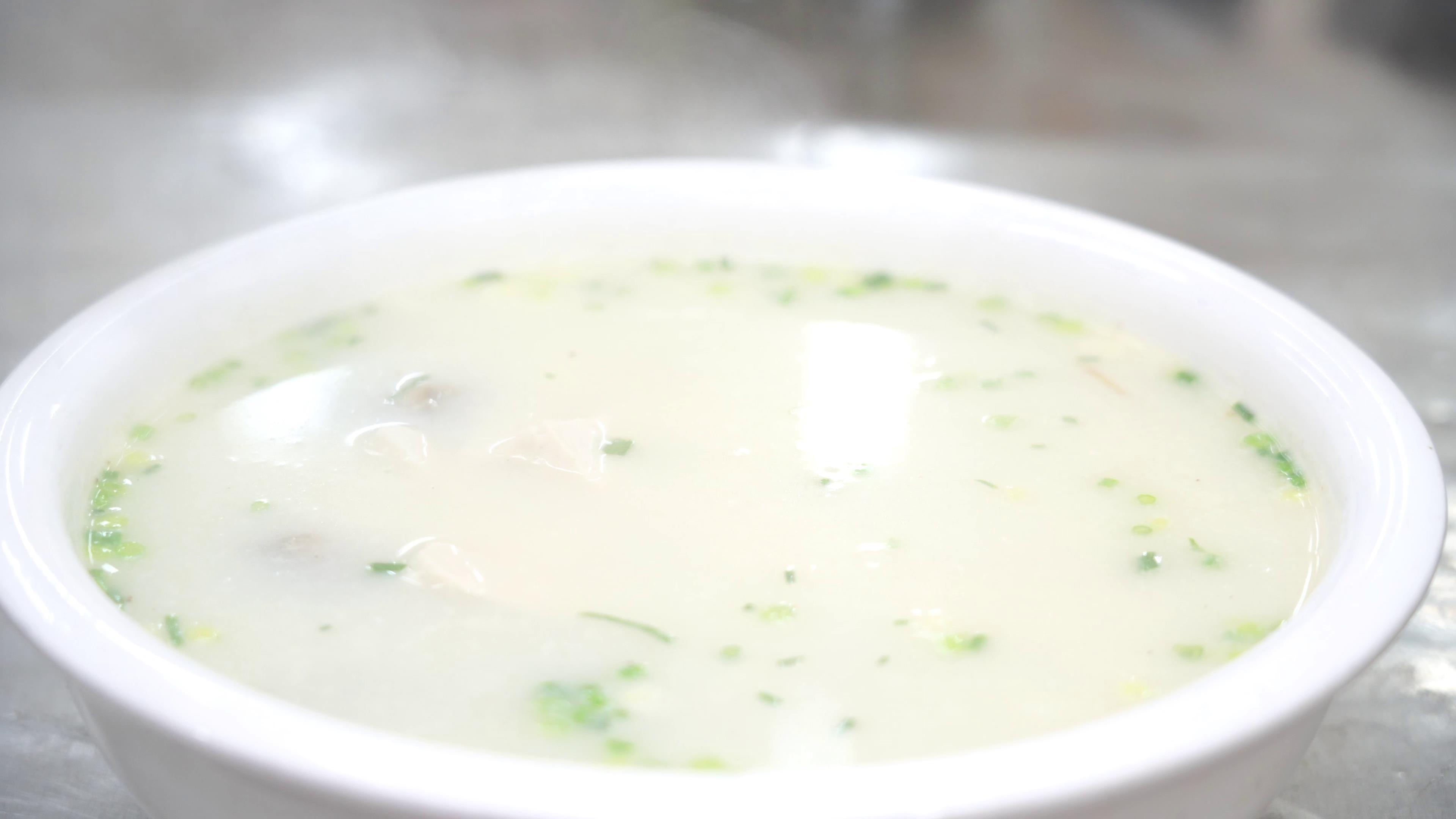 """厨师长教你:""""豆腐煮泥鳅""""的家常做法,汤鲜味美先收藏了 """