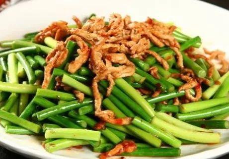 炒蒜苔,直接下锅炒不对的,多加1个步骤,颜色不发黄脆嫩更入味!|