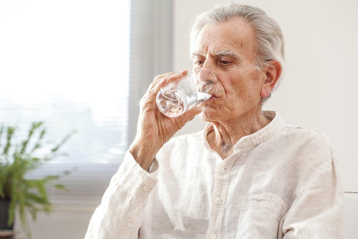 """""""饥饿保健""""适合老年人么?要注意,这可不是""""饿肚子"""""""
