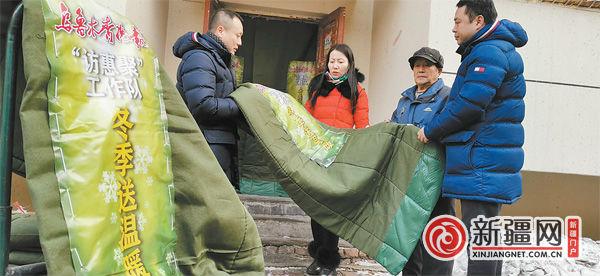 【访民情 惠民生 聚民心】工作队冬日送温暖,老楼栋装上新棉帘