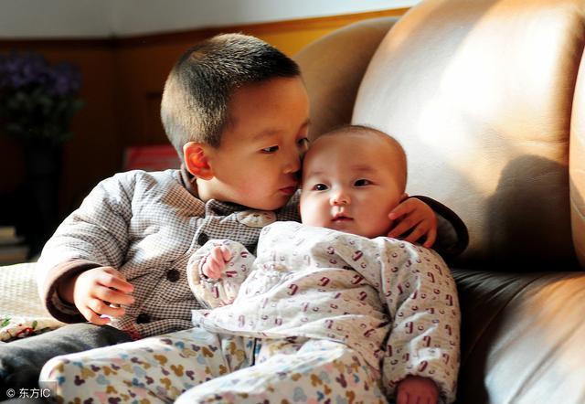 _家有两宝,你真能做到不偏心吗?15位二胎家长亲身诉说