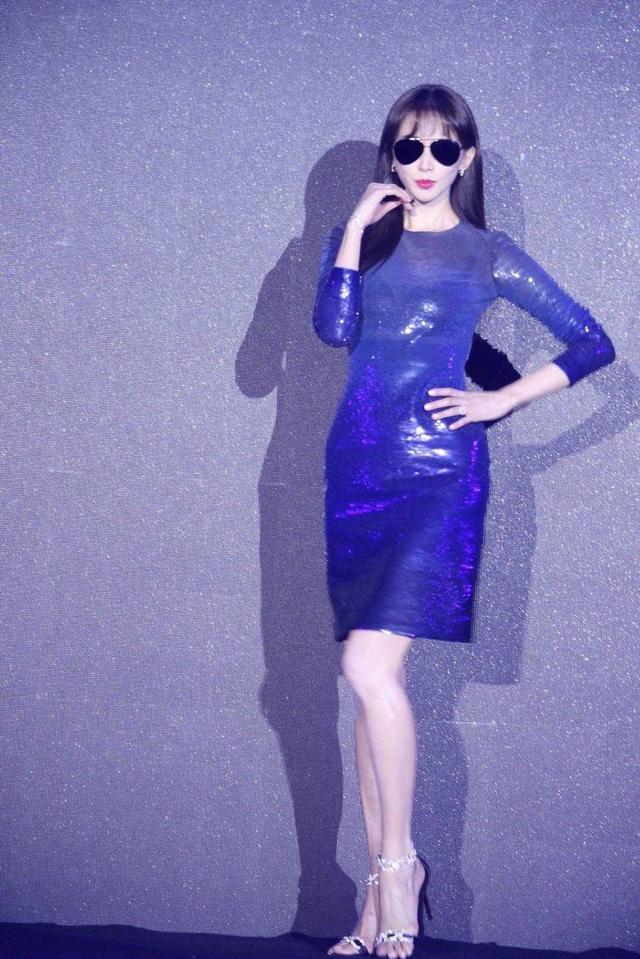 林志玲婚后也不消停,金钻裙秀S曲线,撩发的瞬间,我看服了!