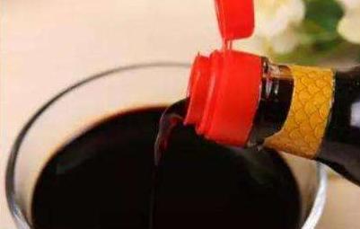 酱油里含酪氨酸,吃多了会让皮肤变黑?辟谣:黑色素形成和此无关