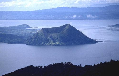 危险警报!菲律宾一火山喷发,中驻菲大使馆提醒中