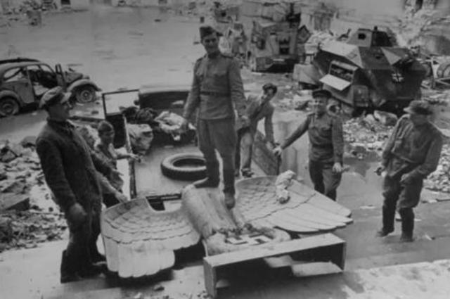 <b>老照片:图2女子被德军冤杀,图3的轰炸沉重打击了德国人的信心</b>