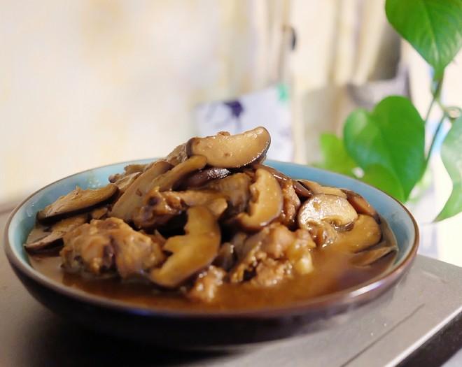 家常香菇菜谱,香菇炖鸡翅根,简单美味营养,超下饭的鸡翅做法: