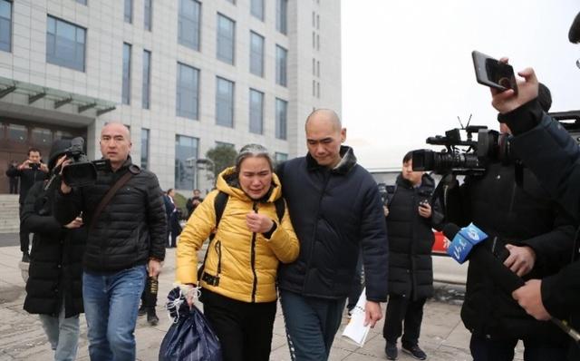 张志超母亲谈为儿申诉9年:靠打零工度日,向律师下跪感谢帮助