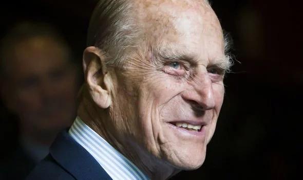 """得知哈里梅根將退出王室 菲利普親王氣到""""吐血"""""""