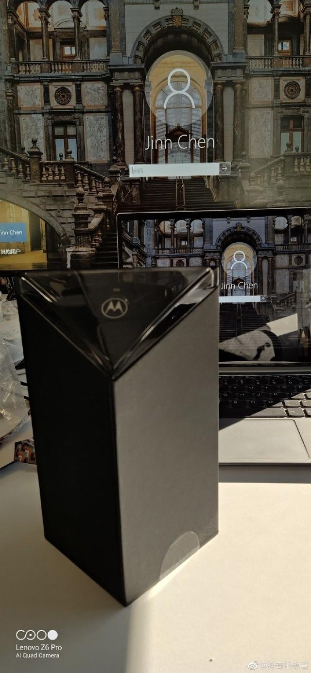 摩托罗拉RAZR真机曝光 包装盒设计惊艳