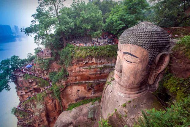 中国四川乐山乐山大佛 峨眉山一日游图片