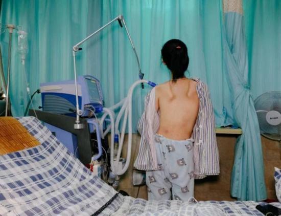 她患罕见病在ICU住11年,年药费200万,考上大学不能读