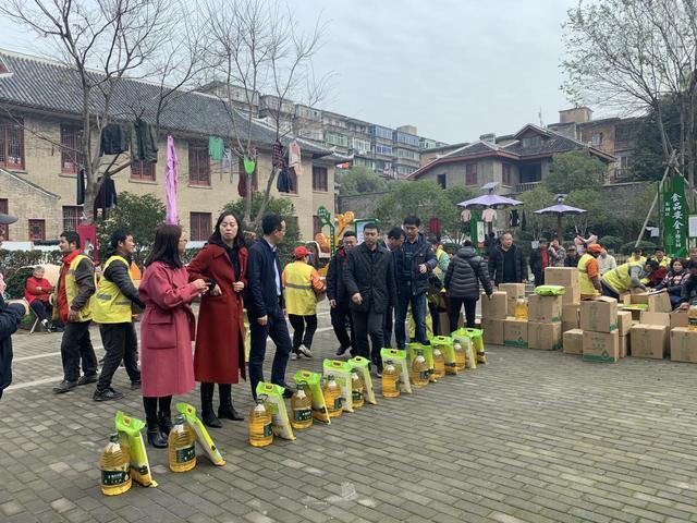 情暖最基層,節前送祝福——恒大江西公司捐贈10萬元愛心糧油產品