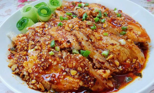[家常菜:蒜泥白肉,小土豆烧排,京城酥肉锅,香辣猪蹄]