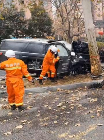 郑州超百万元林肯试驾车撞树,购车者身亡另有4人伤!客服称遗憾