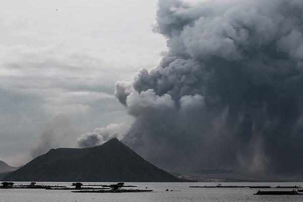 外媒称菲律宾塔阿尔火山随时可能大爆发,或引发海啸