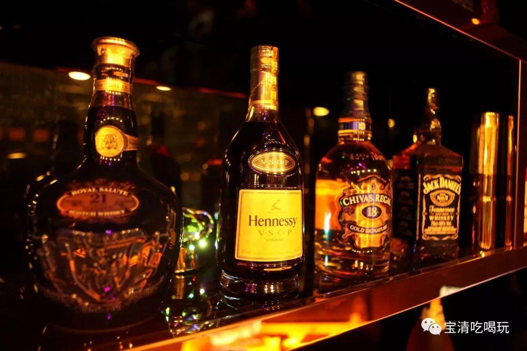 最火的酒_世上最烈的酒,喝酒时被禁止抽烟,真男人也不敢喝 男人 伏特加