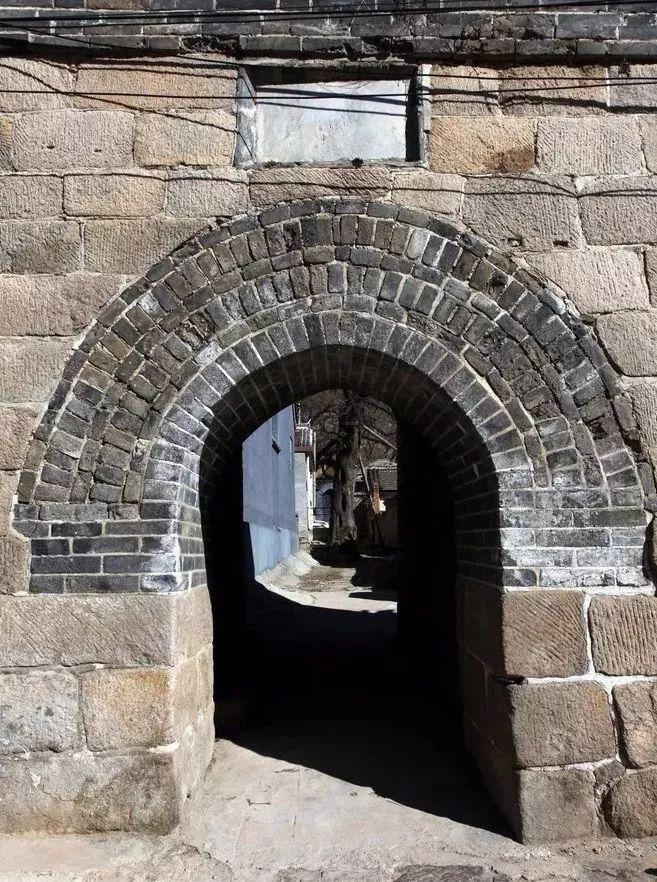 隐藏在北京长城脚下唯一保存完整的古堡,是等待您的最冷门的寻古探秘地!