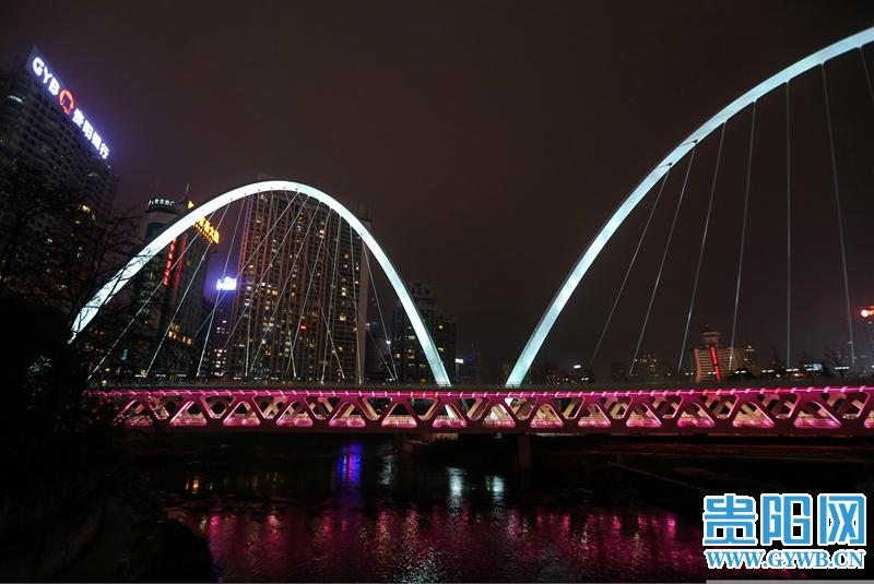 快来打卡!贵阳筑城广场大桥灯光调试完毕,拍美照的好去处