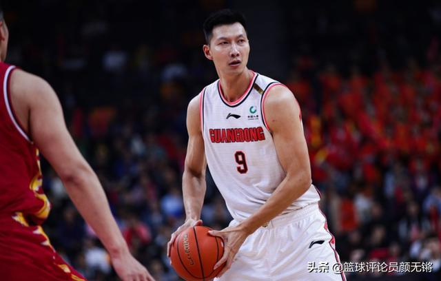 易建联本场比赛得到20分10个篮板,广东男篮两位外援发威,广东男篮领先吉林男篮9分分差