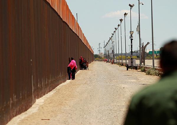美媒:特朗普计划动用72亿国防资金修筑美墨边境墙
