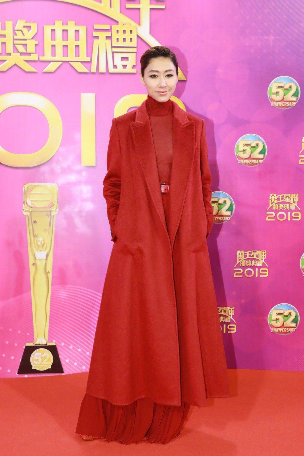 TVB老戏骨高调走红毯,惠英红蕾丝西装意气风发,马国明终封帝