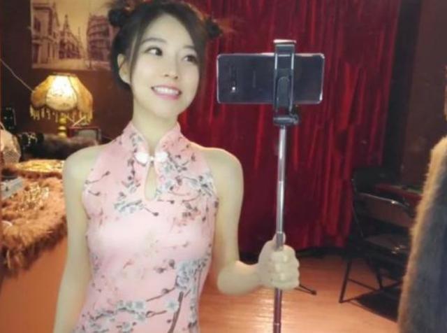 冯提莫空降两大卫视春晚,湖南卫视官宣称赞她是天生歌姬,真爱了