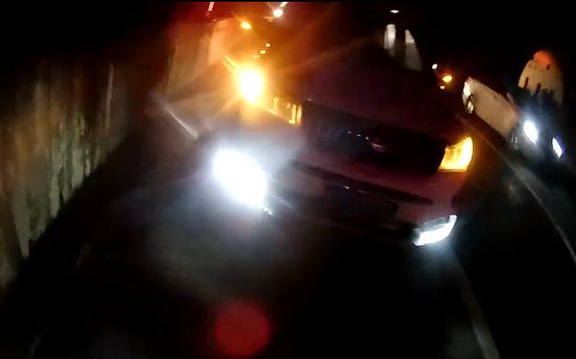 <b>春运回家安全第一!两粗心司机却在应急车道做这些危险事</b>