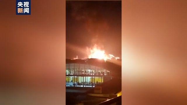 西班牙一化工厂爆炸:巨大火球喷出 天空瞬间变红