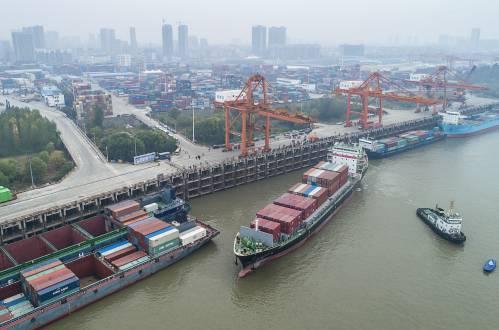 外媒:中国上月进出口规模均创纪录