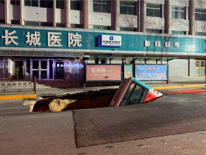地陷男孩母亲遇难 西宁南大街为何频频发生塌陷事故?