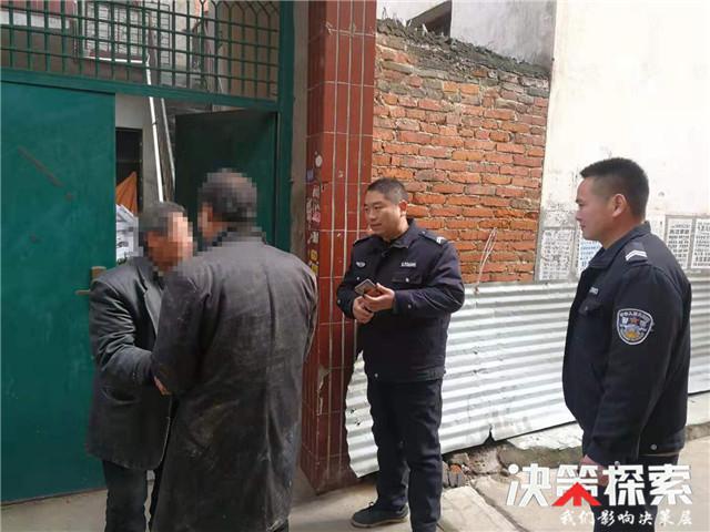 邓州市公安局腰店派出所走访中救助一流浪男子