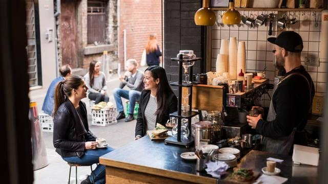 在澳洲没有一杯咖啡不能解决的事。如果有,那就两杯。