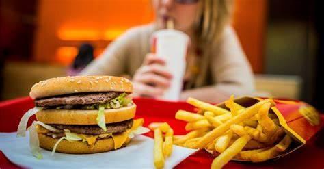 英国9岁女孩到麦当劳取餐遭拒,门店称下午5点后不招待未成年人