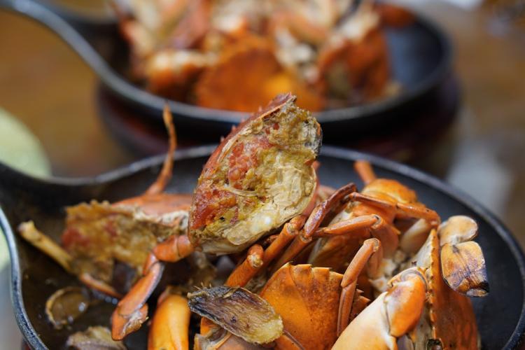 专注煎蟹25年的老字号海鲜大排档--双辉煎蟹