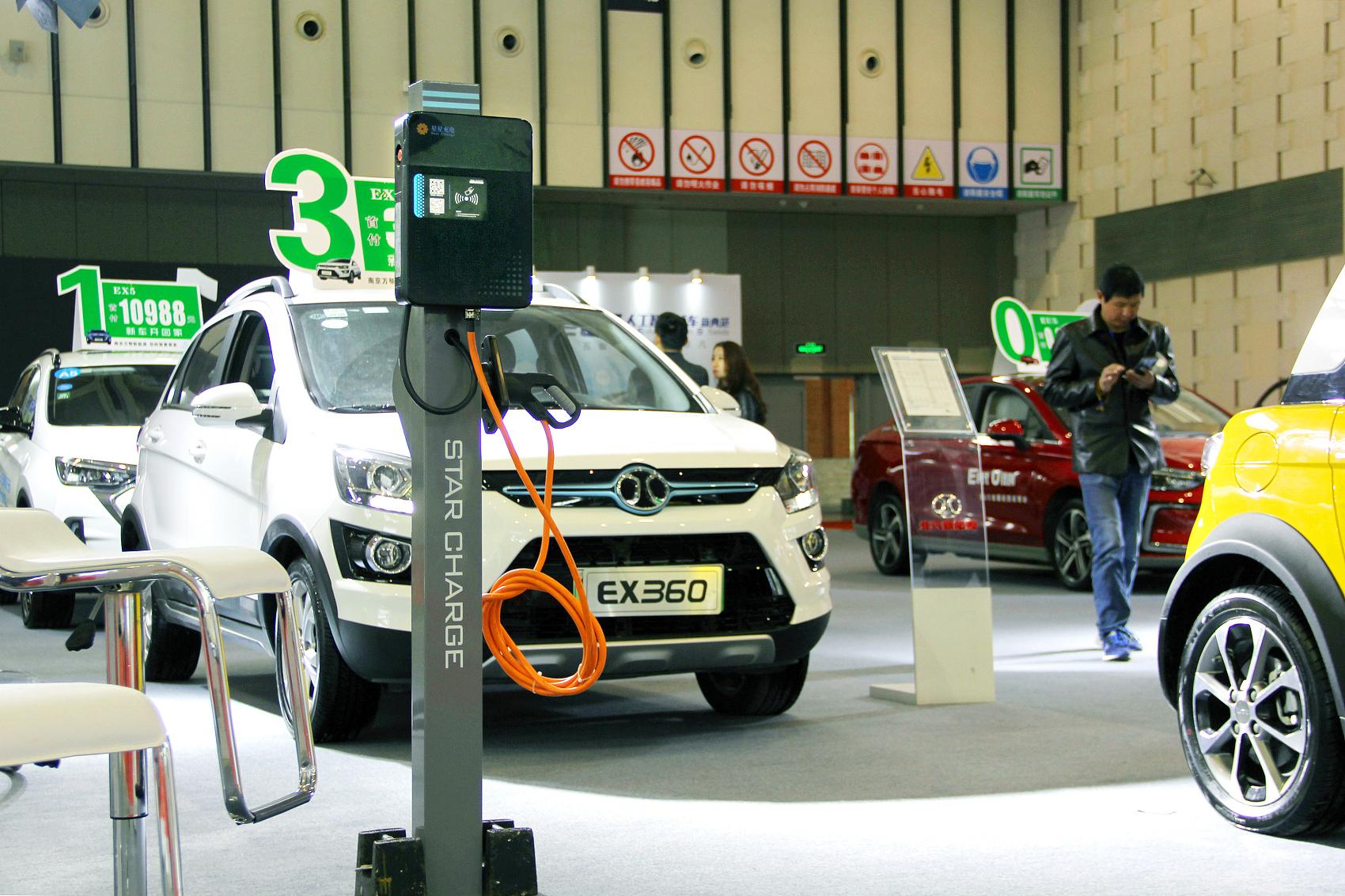 """数说丨新能源汽车销量十年来首现负增长 多数车企未""""达标"""""""