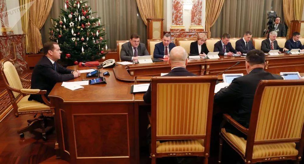 为何俄罗斯政府突然全体辞职?相关分析来了 | 晨读天下