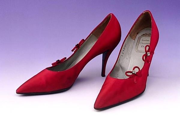 摩登日记|谁才是细高跟鞋的发明者?