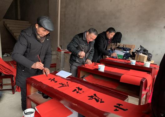 阳新新闻:县文联组织书法家在枫林开展免费送春联活动